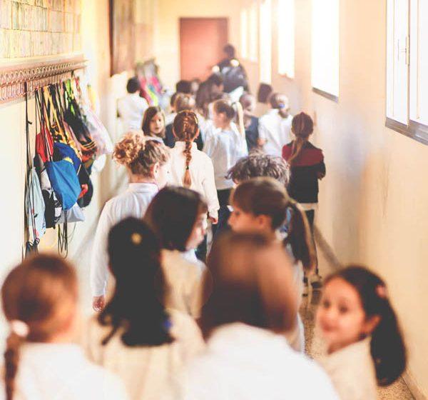 bambini camminano a scuola - Scuola primaria